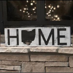 Is your HOME missing something? Grab a sign 💕